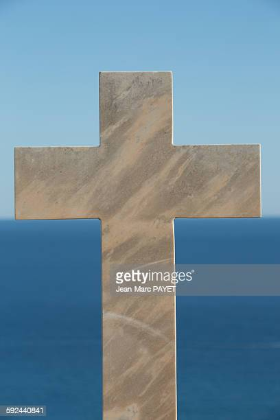 marble crosses above the horizon and the sea - jean marc payet stock pictures, royalty-free photos & images