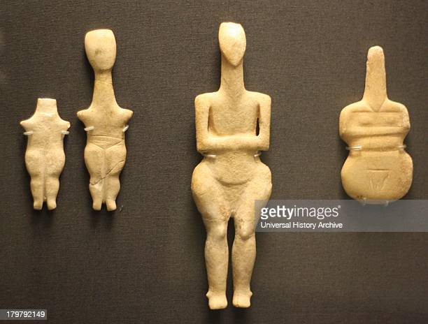 Marble figurine of a woman Cycladic 30002800 BC