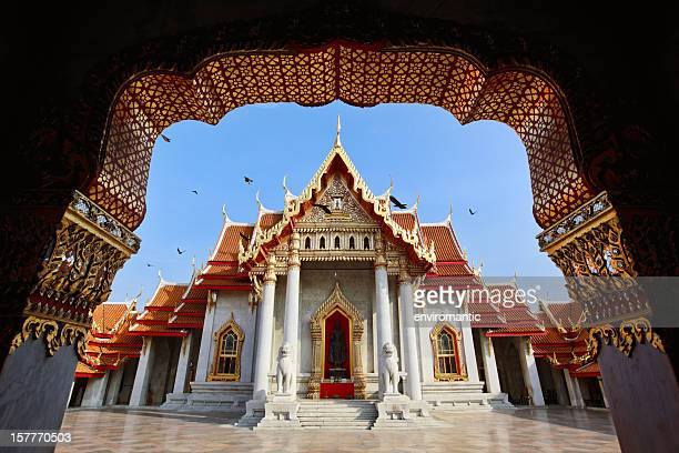 marble temple (wat benchamabophit), bangkok, thailand. - wat benchamabophit stock photos and pictures