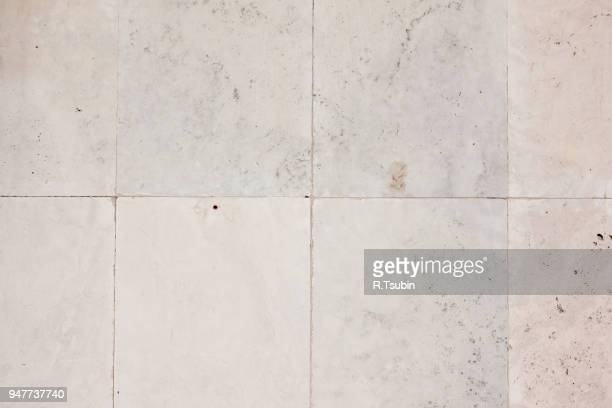 marble wall tile laid in brick pattern, ideal as background - トラバーチン ストックフォトと画像