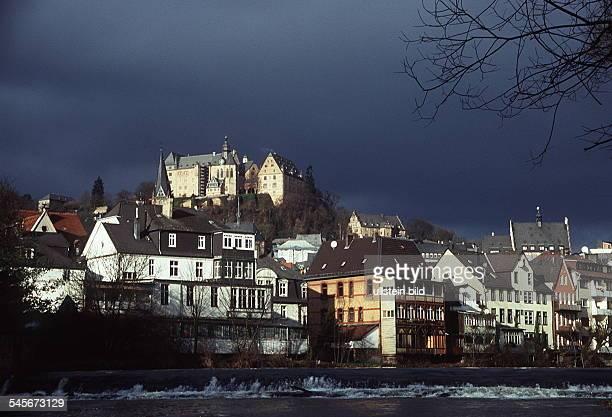 Marburg / LahnBlick über die Lahn auf die Oberstadt mitLandgrafenschloss und Lutherkirche 1996