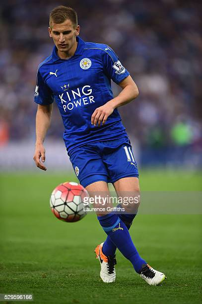 Marc Albrighton of leicester City in action during the Barclays Premier League match between Leicester City and Everton at The King Power Stadium on...