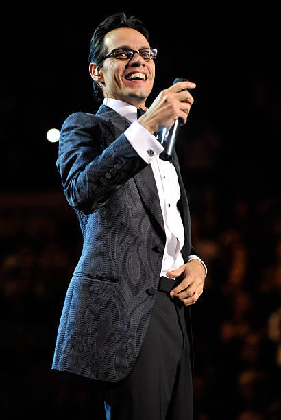 Marc anthony performs valentine 39 s day show at madison - Marc anthony madison square garden ...