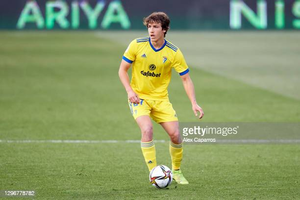 Marc Baro of Cadiz CF conducts the ball during the Copa del Rey round of 32 match between Girona FC and Cadiz CF at Montilivi Stadium on January 16,...