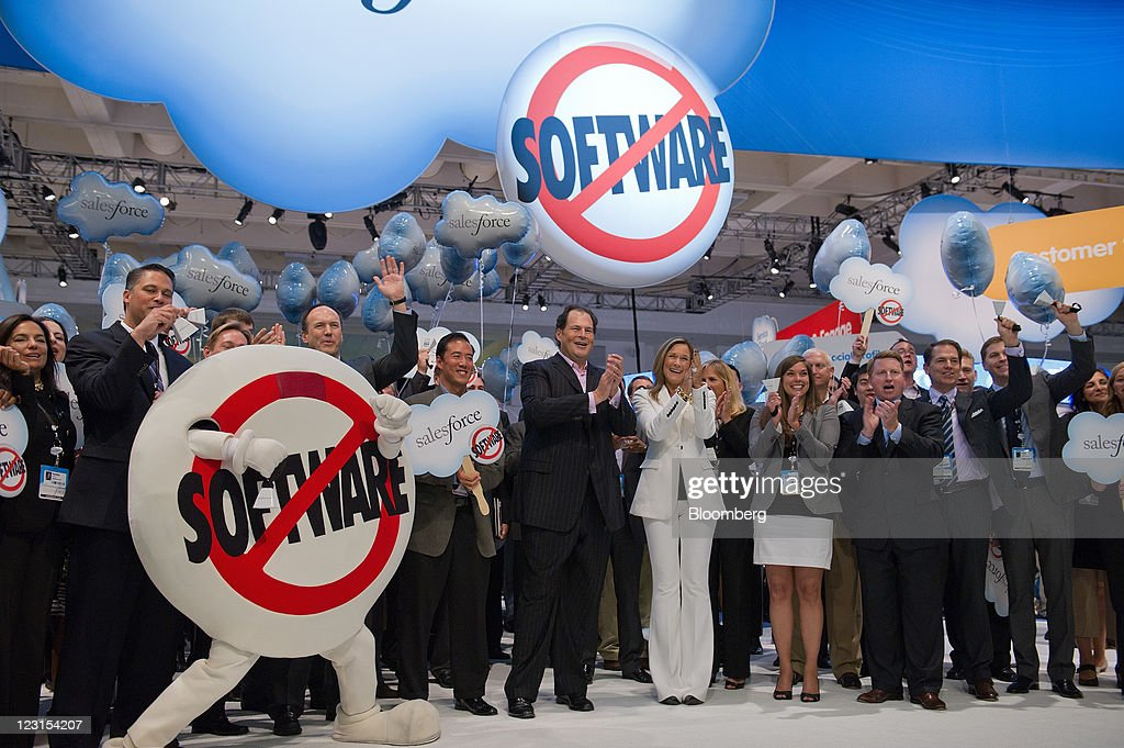SalesForce.com CEO Marc Benioff Rings NYSE Closing Bell During DreamForce 2011 : News Photo