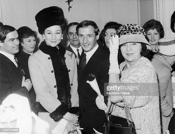 Marc Bohan The Fashion Designer For Christian Dior Standing Between The Viscountess De Ribes Designer And The Actress Marie Bell After The Show Of...
