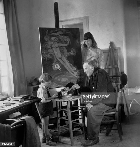 Marc Chagall , French painter, his wife Virginia and their son David Mac Neil in Cannes , April 1951.