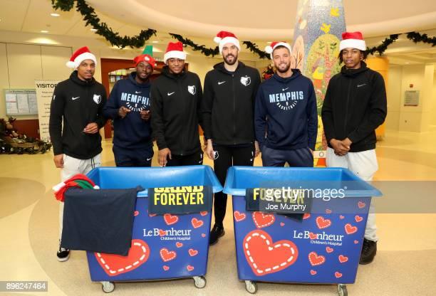 Marc Gasol Deyonta Davis JaMychal Green James Ennis III and Chandler Parsons of the Memphis Grizzlies visit with children on December 18 2017 at...