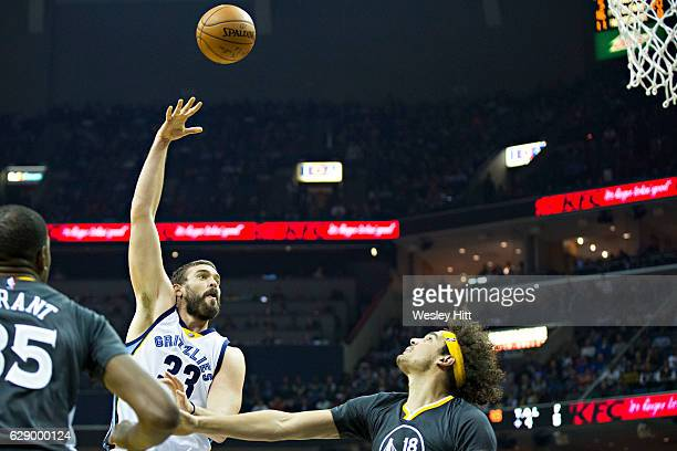 Marc Gasol of the Memphis Grizzlies shoots a hook shot over Anderson Varejao of the Golden State Warriors at the FedExForum on December 10 2016 in...