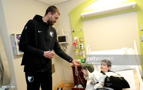 Marc Gasol of the Memphis Grizzlies visits with children on December 18 2017 at LeBonheur Children's Hospital in Memphis Tennessee NOTE TO USER User...
