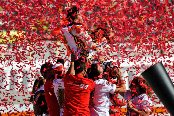 MOTOGP GRAND PRIX DE  VALENCE DU 15 AU 17 NOVEMBRE 2019 Marc-marquez-celebrate-the-world-championship-on-podium-at-valencia-picture-id873707694?k=6&m=873707694&s=612x612&w=0&h=f5KOFk9e5Iul59wfpQaPJUMKYg-OWX__5Rvxj-AdckY=