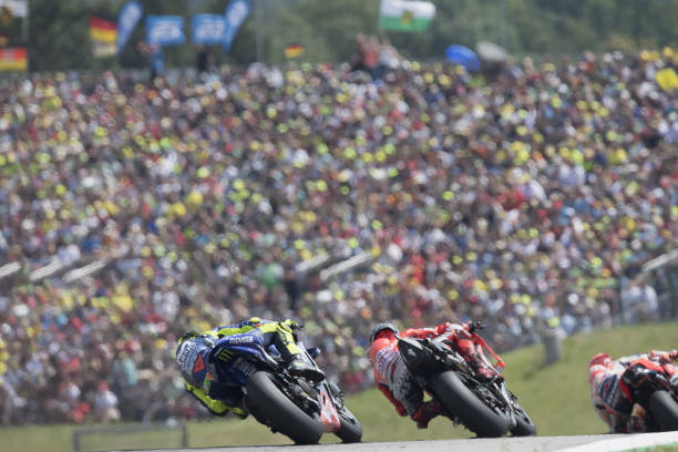 MOTO GP GRAND PRIX D'ALLEMAGNE 2018 Marc-marquez-of-spain-and-repsol-honda-team-leads-the-field-during-picture-id999474984?k=6&m=999474984&s=612x612&w=0&h=9xo513Y2lgYGg_5KvtmaEAwU3D8e9xCKwe74kpatEFs=