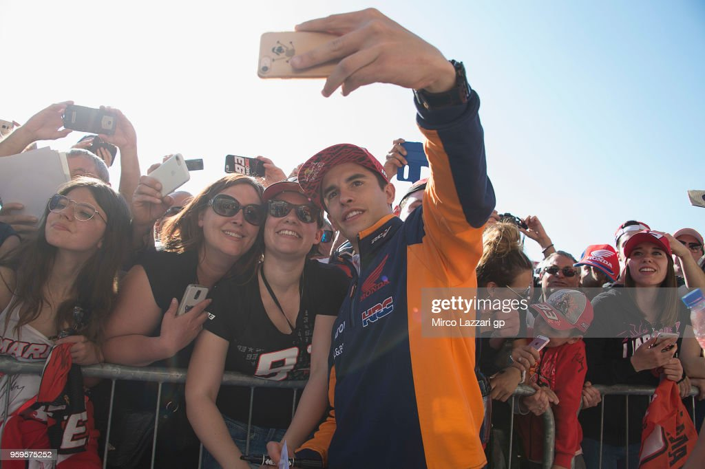 Marc Marquez of Spain and Repsol Honda Team poses with fans in pit during the MotoGp of France - Previews on May 17, 2018 in Le Mans, France.