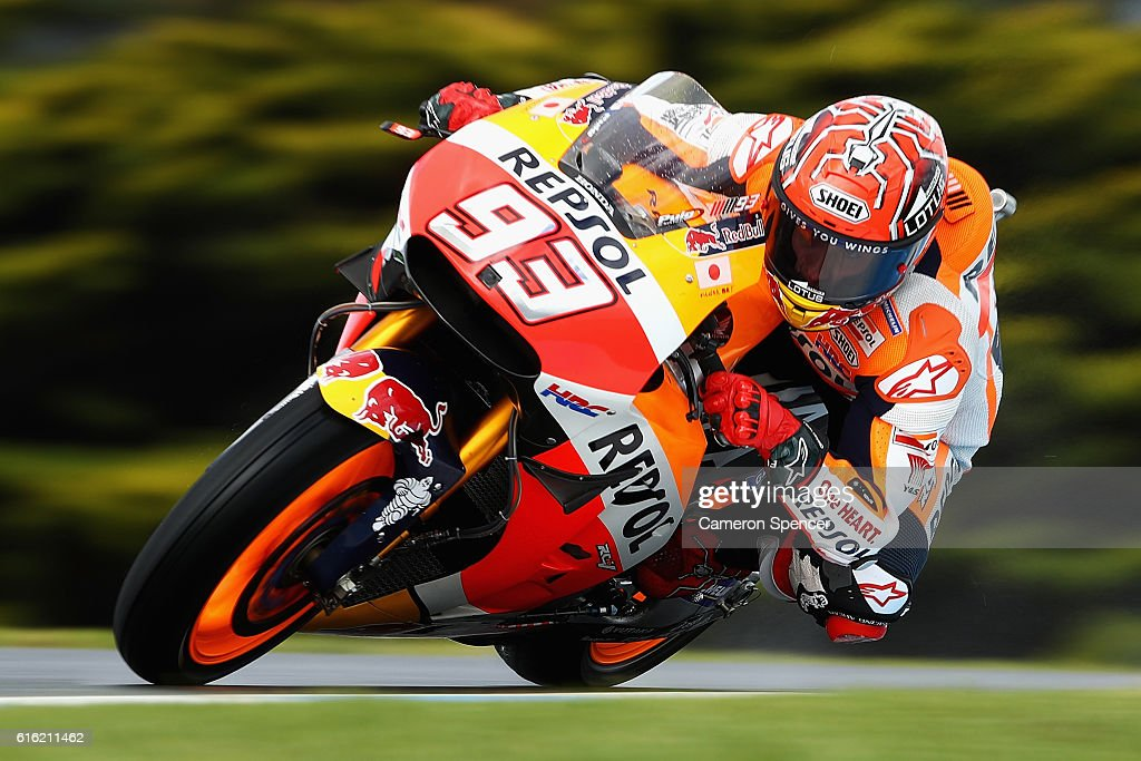 Marc Marquez of Spain and Repsol Honda Team rides during qualifying for the 2016 MotoGP of Australia at Phillip Island Grand Prix Circuit on October 22, 2016 in Phillip Island, Australia.