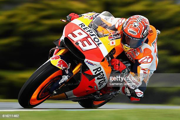 Marc Marquez of Spain and Repsol Honda Team rides during qualifying for the 2016 MotoGP of Australia at Phillip Island Grand Prix Circuit on October...