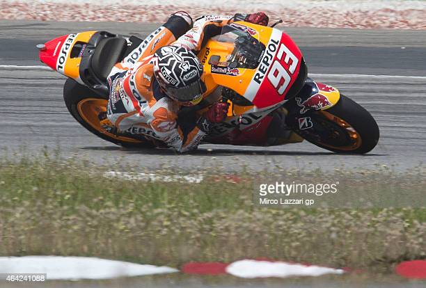 Marc Marquez of Spain and Repsol Honda Team rounds the bend during the MotoGP Tests in Sepang Day One at Sepang Circuit on February 23 2015 in Kuala...
