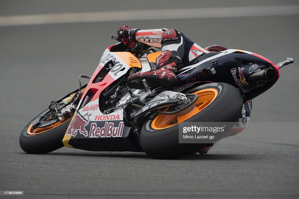 Marc Marquez of Spain and Repsol Honda Team rounds the bend during the qualifying session for the the MotoGp of France - Qualifying at on May 16, 2015 in Le Mans, France.