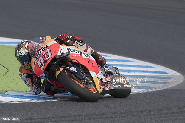 Marc Marquez of Spain and Repsol Honda Team rounds the bend during the MotoGP race during the MotoGP of Japan Race at Twin Ring Motegi on October 16...