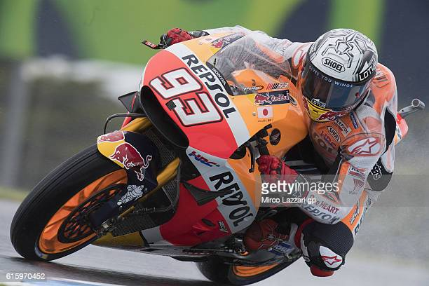 Marc Marquez of Spain and Repsol Honda Team rounds the bend during free practice for the 2016 MotoGP of Australia at Phillip Island Grand Prix...