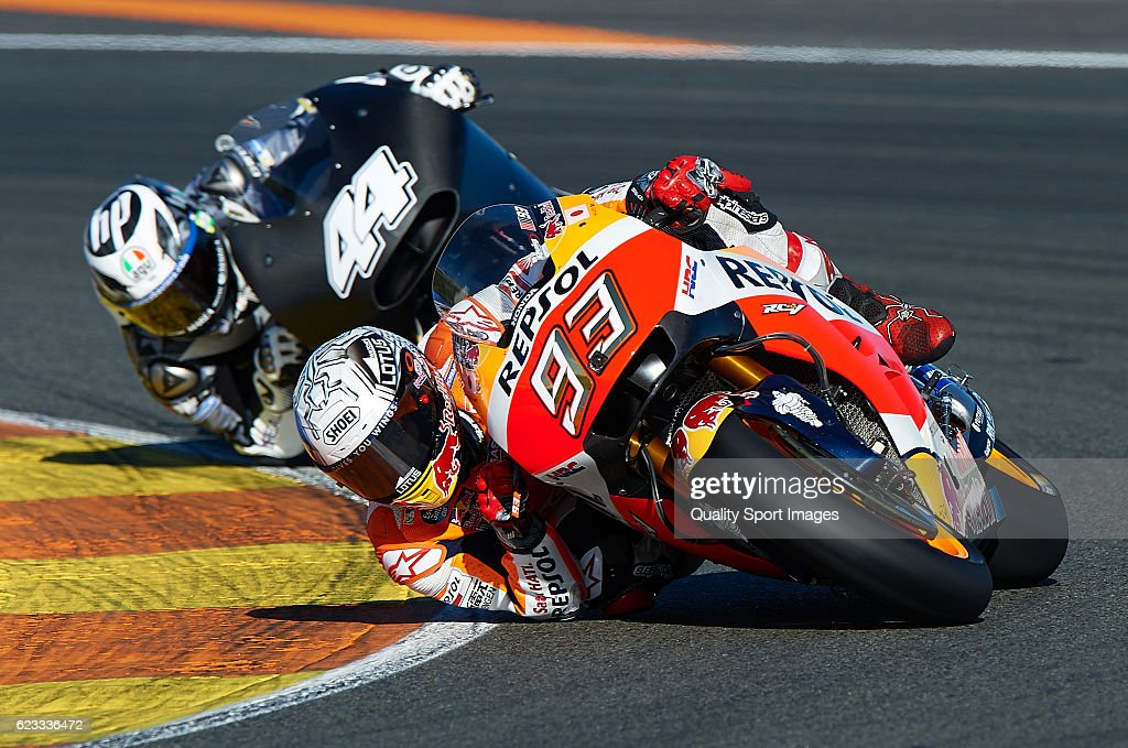 Marc Marquez of Spain and Repsol Honda Team rounds the bend during the MotoGP Test in Valencia at Ricardo Tormo Circuit on November 15, 2016 in Valencia, Spain.