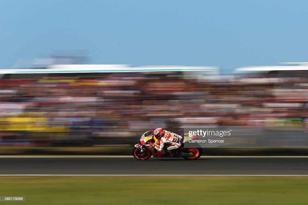 Marc Marquez of Spain and the Repsol Honda Team races during the 2015 MotoGP of Australia at Phillip Island Grand Prix Circuit on October 18, 2015 in Phillip Island, Australia.