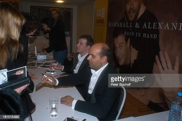 Marc Marshall Jay Alexander Fans Fan unpluggedKonzertTournee Hand in Hand Bremen Die Glocke Sänger TourPlakat Anzug Autogramm signieren geben Smoking...