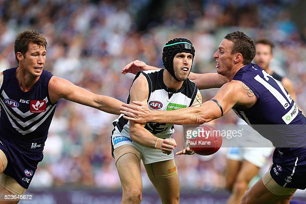 Marc Murphy of the Blues handballs during the round five AFL match between the Fremantle Dockers and the Carlton Blues at Domain Stadium on April 24...