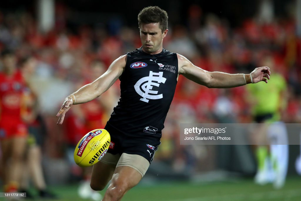 AFL Rd 4 - Gold Coast v Carlton : News Photo
