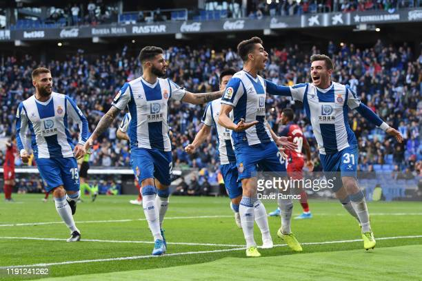 Marc Roca of Espanyol celebrates with team mates after he scores from the penalty spot during the La Liga match between RCD Espanyol and CA Osasuna...