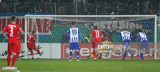 Marc Schnatterer of 1.FC Heidenheim scores his side's second goal from the penalty spot during the DFB Cup quarter final match between 1. FC...