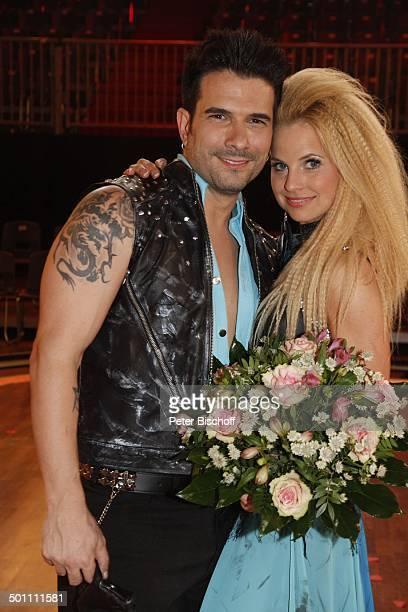 Marc Terenzi mit Tanzpartnerin Sarah Latton 2 Show der 5 Staffel der RTLTanzshow Let's Dance Köln NordrheinWestfalen Deutschland Europa Auftritt...