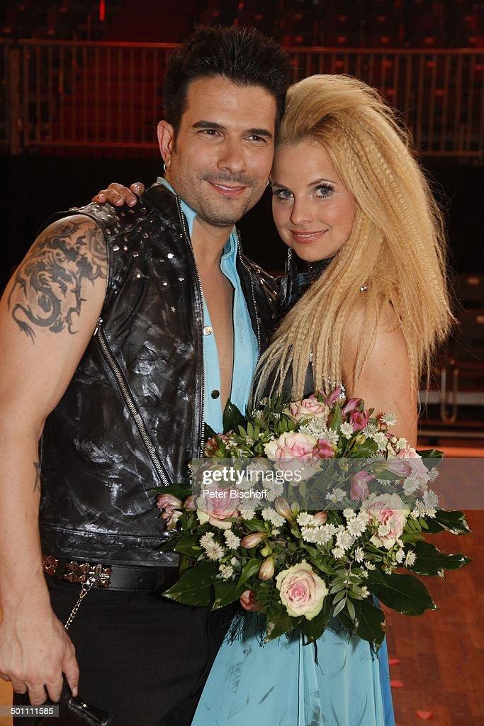 Marc Terenzi (Sänger) mit Tanzpartnerin Sarah Latton (schieden beide aus), 2. Show d : News Photo