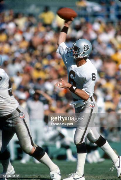 Marc Wilson of the Los Angeles Raiders throws a pass against the San Diego Chargers during an NFL football game October 21 1984 at Jack Murphy...