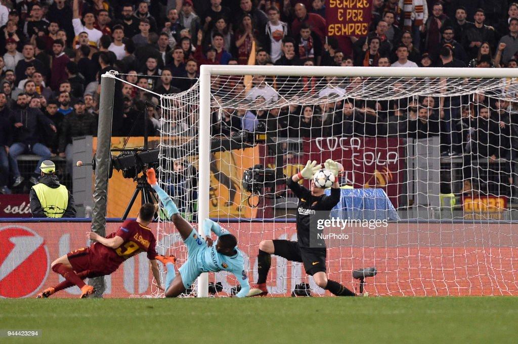 Roma v FC Barcelona UEFA Champions League Quarter Final  10/04/2018. : News Photo