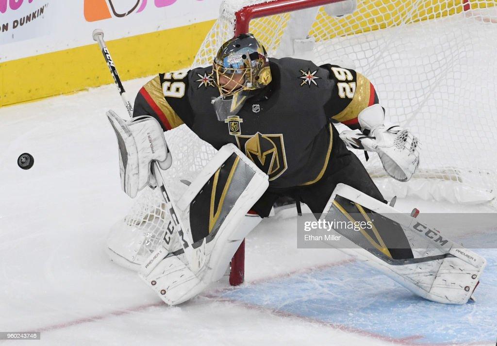 Winnipeg Jets v Vegas Golden Knights - Game Four : News Photo