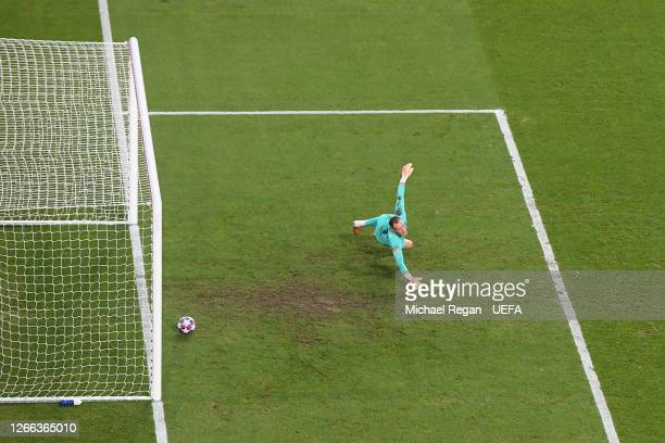 Marc-Andre ter Stegen of FC Barcelona concedes the 3rd Bayern goal during the UEFA Champions League Quarter Final match between Barcelona and Bayern...
