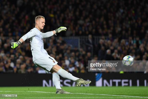 Marc-Andre ter Stegen of FC Barcelona kicks the ball during the UEFA Champions League group F match between FC Barcelona and Borussia Dortmund at...
