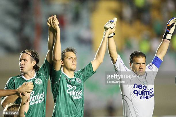Marcao Rafael Toloi and Harlei of Goias greet the supporters prior to a match against Palmeiras as part of the 2010 Copa Nissan Sudamericana at Serra...