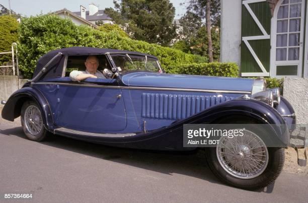 Marceau Convenant au volant de sa Bugatti 'Chaperon' de 1935 en avril 1991 a La Baule France