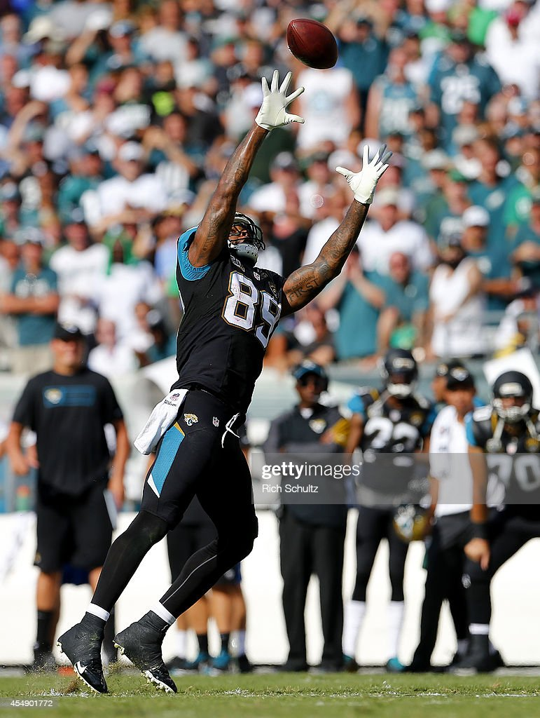 Marcedes Lewis #89 of the Jacksonville Jaguars couldn't make the catch on this pass against the Philadelphia Eagles during the fourth quarter of a NFL game at Lincoln Financial Field on September 7, 2014 in Philadelphia, Pennsylvania.The Eagles defeated the Jaguars 34-17.