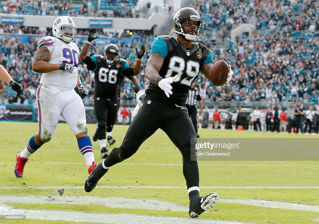 Marcedes Lewis #89 of the Jacksonville Jaguars crosses the goal line for a touchdown during the game against the Buffalo Bills at EverBank Field on December 15, 2013 in Jacksonville, Florida.