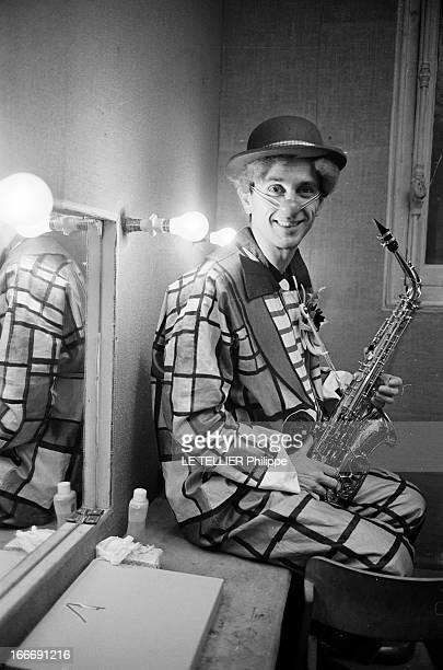 Marcel Amont Clown And Saxophonist 28 décembre 1964 Fort de l'immense succès de sa chanson 'Un Mexicain' en 1962 le chanteur et un acteur français...