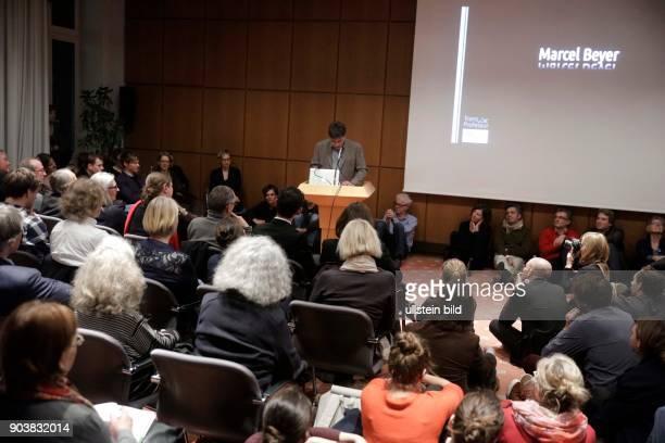 Marcel Beyer gastiert mit einem PoetikVortrag über Die Sprache die FremdeSenatssaal der Universität zu Köln AlbertusMagnusPlatz Köln