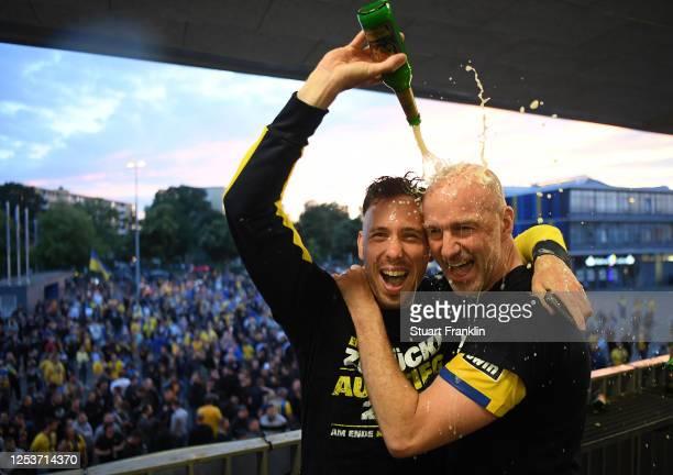 Marcel Bär pours beer over Marco Antwerpen head coach of Braunschweig after the 3 Liga match between Eintracht Braunschweig and SV Waldhof Mannheim...