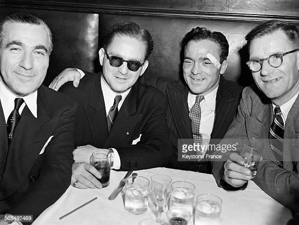 Marcel Cerdan fête sa victoire après avoir battu Georgie Abrams aux points lors de leur combat à New York, Etats-Unis, le 9 décembre 1946.