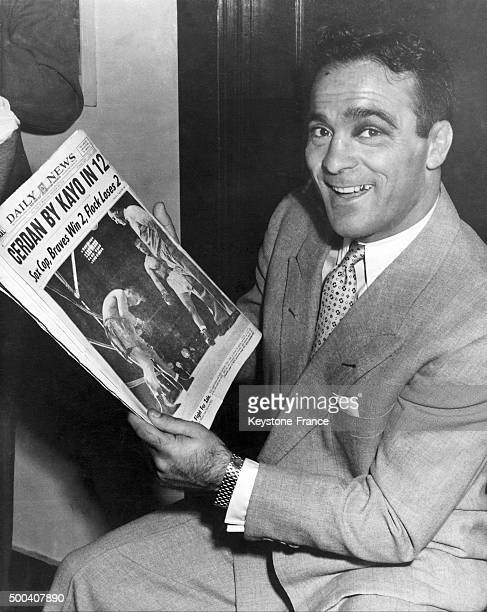 Marcel Cerdan in the offices of the Champions tournament he is holding a newspaper relating the September 21tst match at the end of which he became...