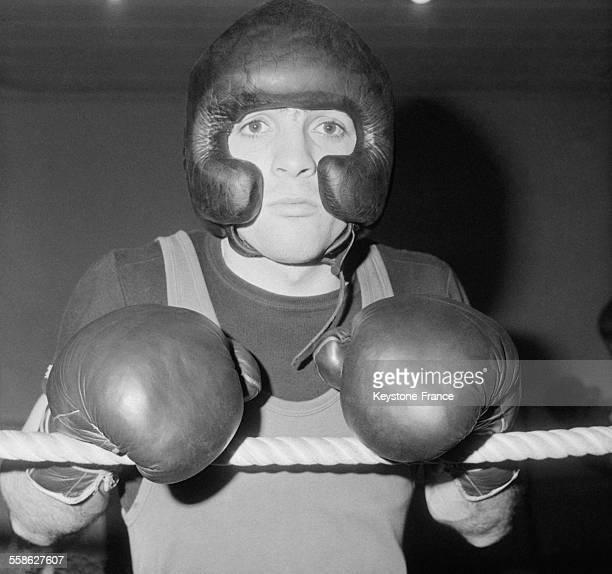 Marcel Cerdan Junior photographie a l entrainement avant le combat qui ses jouera a guichet ferme au Palais des Sports le 23 avril 1965 a Paris France