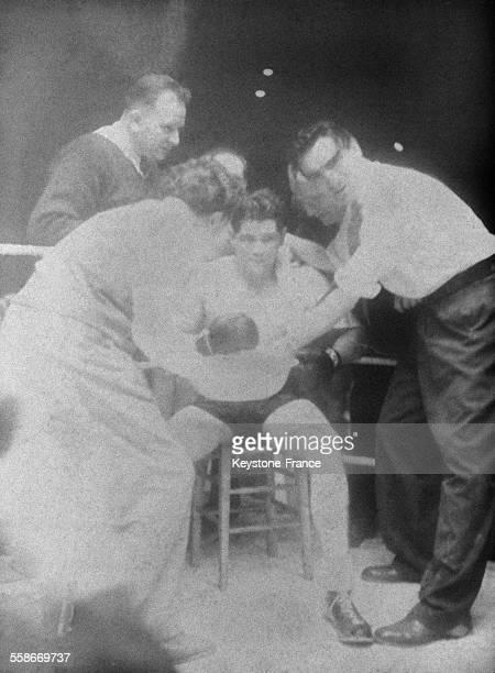 Marcel Cerdan pendant son match contre Tommy Davies qu'il a mis KO dès le premier round au Palais des Sports de Paris France le 19 octobre 1945