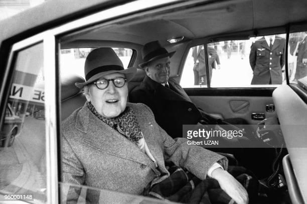 Marcel Dassault ingénieur homme politique et entrepreneur français accompagné de Pierre de Benouville lors de l'inauguration du 32ème salon de...