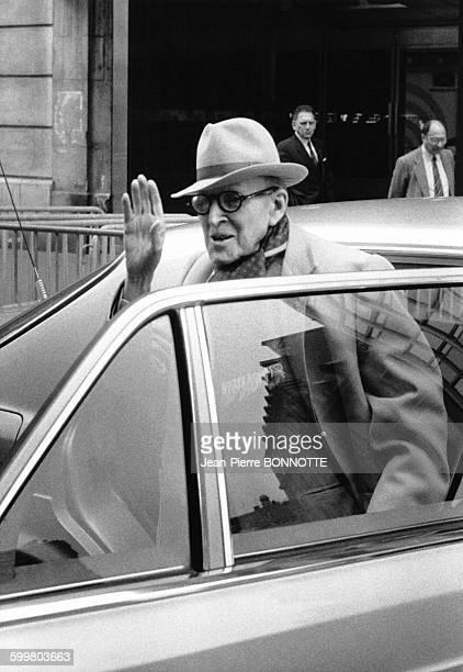 Marcel Dassault quitte la radio RTL apres avoir été l'invité de l'émission 'Redacteur inattendu' le 14 mai 1983 à Paris France
